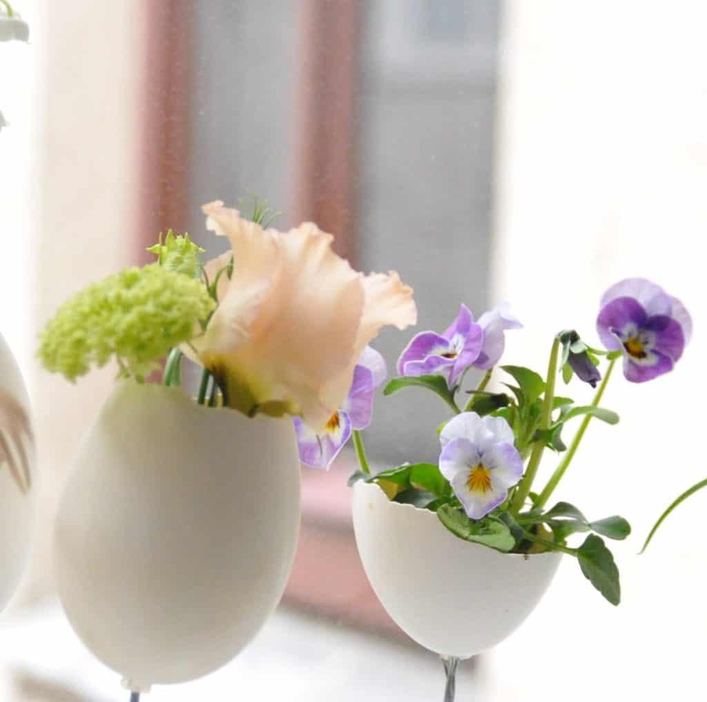 Florist Wien Ostern Eier dekoriert mit Blumen